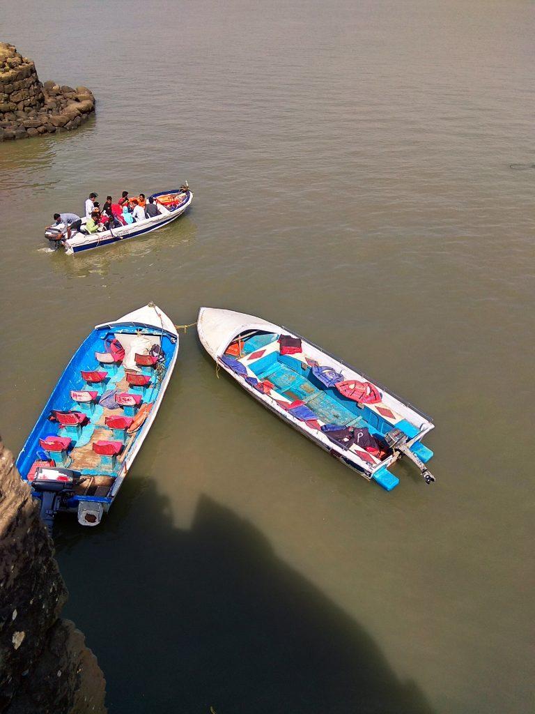Boats to Kolaba Fort